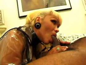Blackie lickes ass and get fucked by blonde shemale